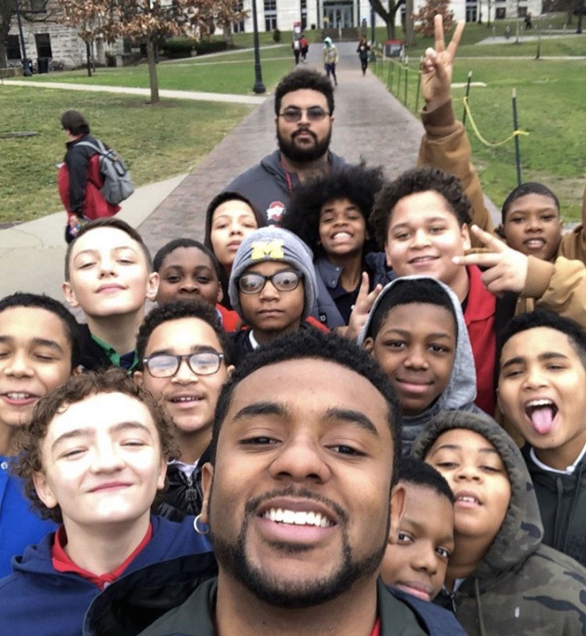 Selfie of Che Jackson and a group of 15 young boys on Ohio State's Oval